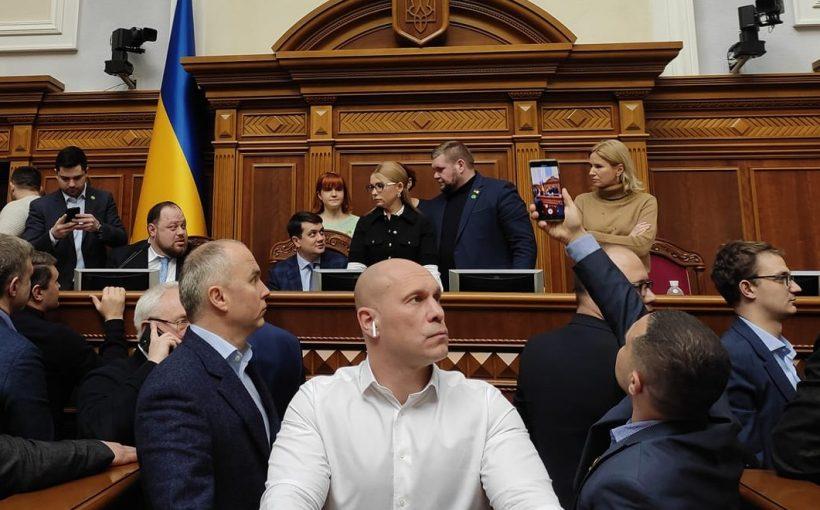Верховная Рада Украины закупила для депутатов AirPods PRO