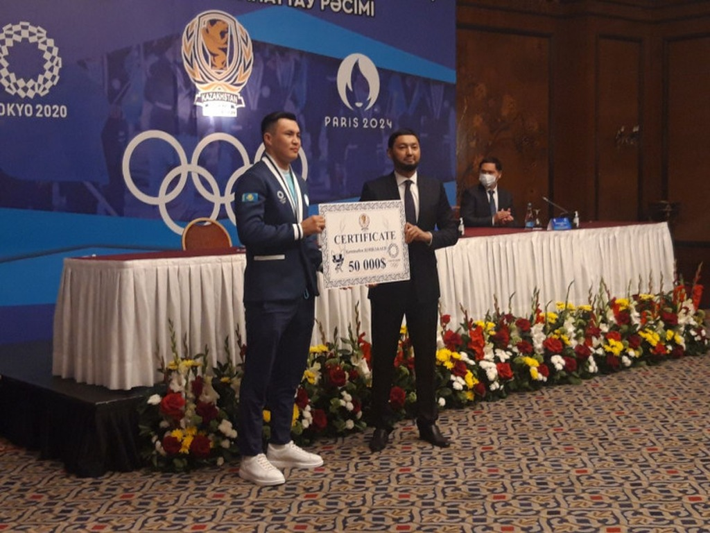 фото: Кенес Ракишев: бокс это спорт номер один в Казахстане